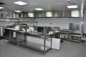 una cocina industrial
